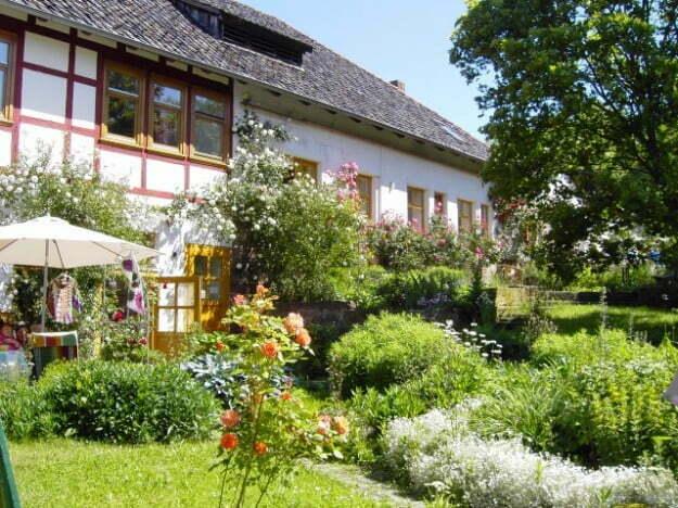 Eines der Häuser im Parimal Gut Hübenthal