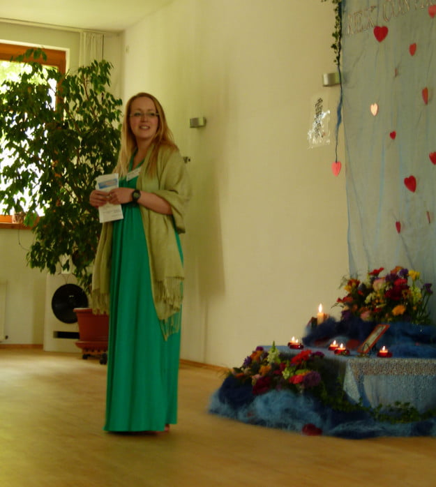 Janina Köck bei der Eröffnung der Reiki Convention 2014
